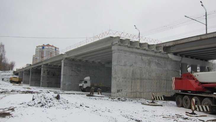 В Брянске на Первомайском мосту смонтировали половину пролётов