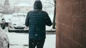 В Белых Берегах женщина отбила ребенка у подозрительного мужчины