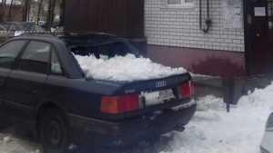 В Брянске две иномарки  разбила упавшая с крыши наледь