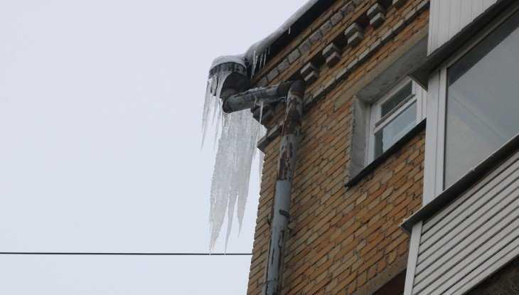 В Брянске коммунальщиков накажут за наледь на крышах