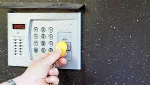Прокуратура Брянска пояснила, надо ли платить за домофоны
