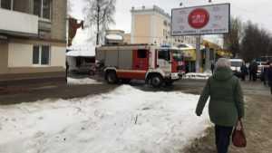 В Брянске дом на «Полтиннике» взяли в кольцо спасатели и полицейские