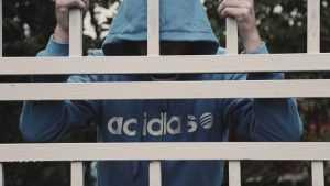 В Дубровке подростка отправили в колонию за погром на кладбище