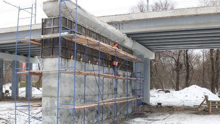 В Брянске на Первомайском мосту уложили первую балку
