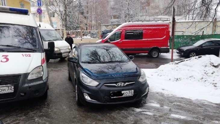 В Брянске автохама оштрафовали за перекрытие проезда к диспансеру