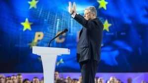 Порошенко вовремя пришел говорящую собачку посмотреть: в ЕС подрались