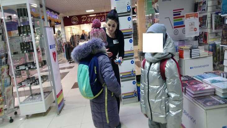В Брянске школьниц поймали на воровстве в ТЦ «Родина»