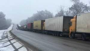 В Брянской области перед границей с Украиной собралось 180 фур