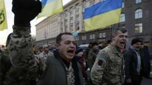 Националисты унизили украинских полицейских