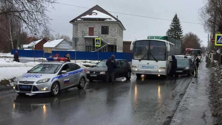 Из-за ДТП водители попали в пробку на 2-й улице Мичурина в Брянске