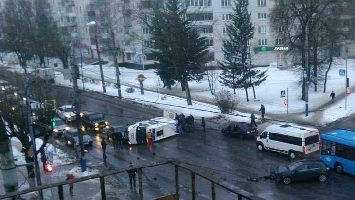 В Брянске попросили найти видео ДТП с перевернувшейся скорой