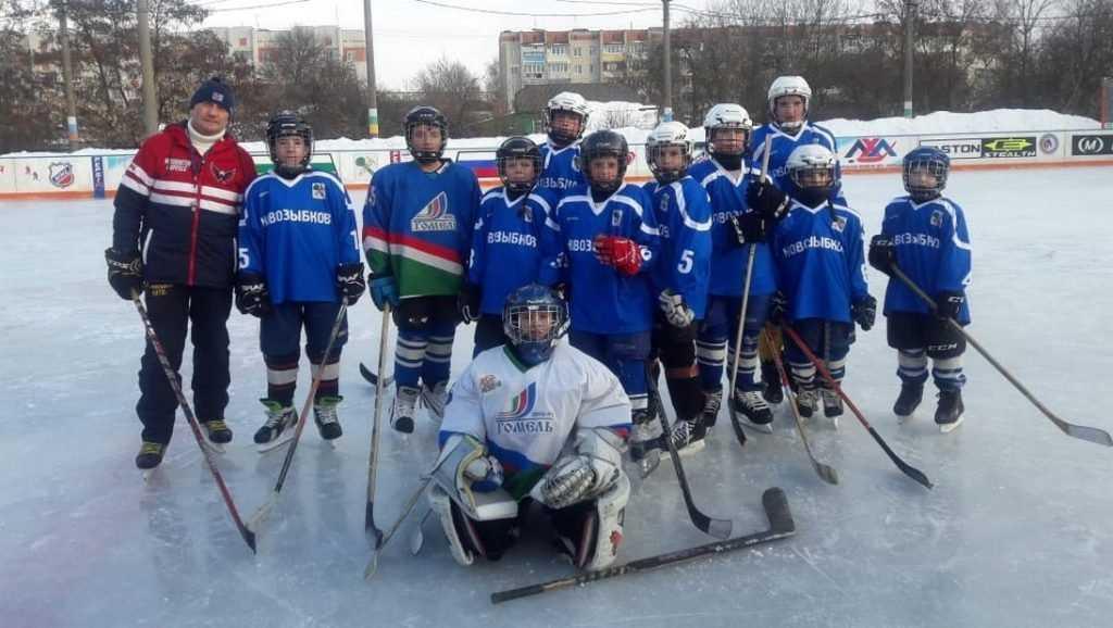 Депутат Брянской облдумы подарил спортивную форму юным хоккеистам