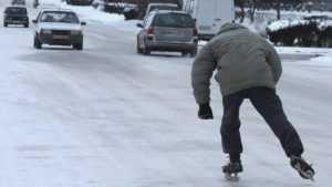 За скользкие дороги в Дятькове наказали троих дорожных начальников