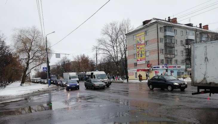 В Брянске у остановки «Мечта» столкнулись легковушка и маршрутка № 34