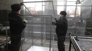 Брянские заключенные начали делать контейнеры для отходов