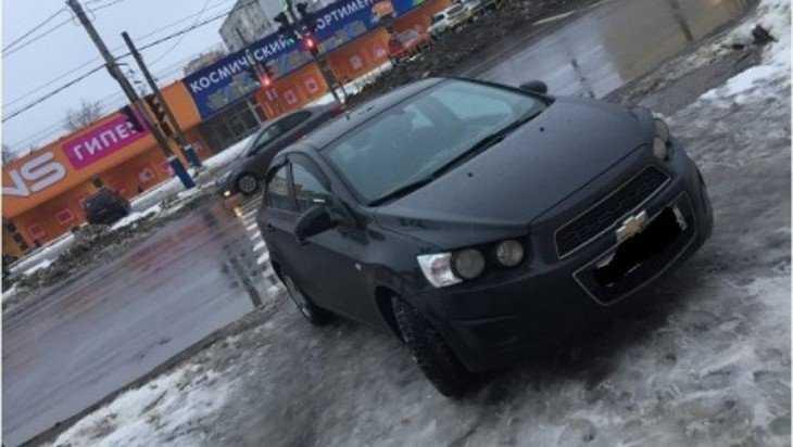 Брянскую автомобилистку оштрафовали за парковку на тротуаре