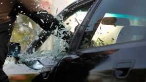 Пьяный брянец разбил кирпичом стекла в двух иномарках