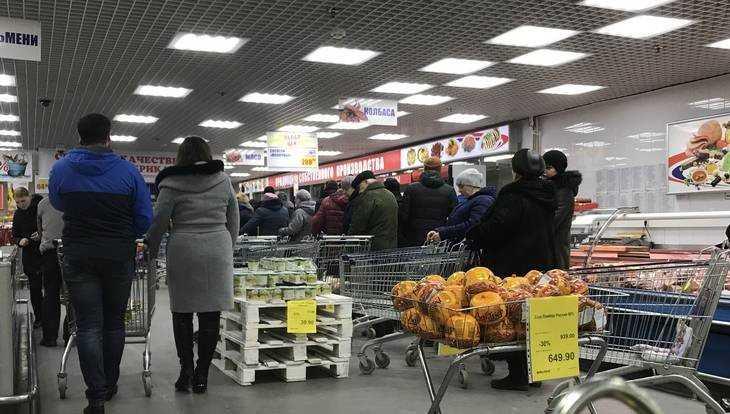 Очередь за фаршем в «Линии» напомнила брянцам времена СССР