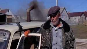 На Украине еврожитель стал отапливать свой автомобиль буржуйкой