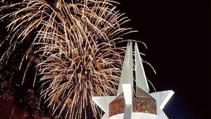 В Брянске 23 февраля устроят фейерверк на площади Воинской славы