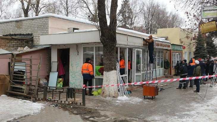 В Брянске на Красноармейской снесли торговый киоск