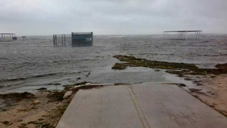 Из-за перекрытия Северо-Крымского канала стал тонуть украинский курорт
