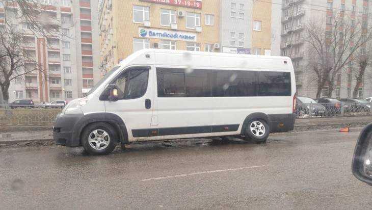 В Брянске у маршрутки на ходу отвалилось колесо