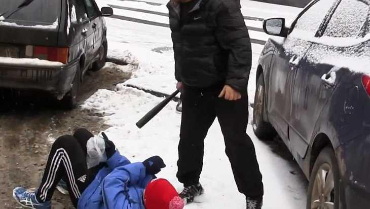 За драку из-за парковочного места осудили жителя Злынки