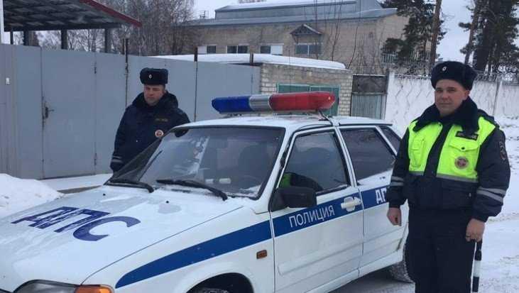Брянские гаишники на трассе выручили из беды жительницу Подмосковья