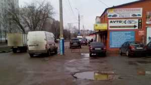 В Брянске находчивый автосервис приватизировал первый тротуар