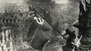 Кому мозолит глаза Знамя Победы?