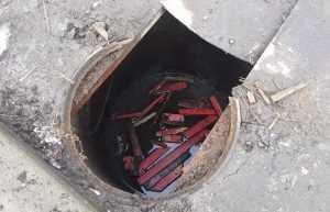 Возле магазина в центре Брянска обнаружили коварный люк