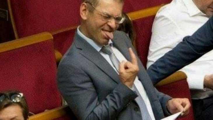 Украинские чиновники начали экстренно покидать страну