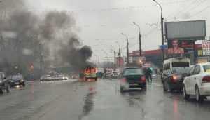 В Брянске возле моста через Десну сгорел микроавтобус