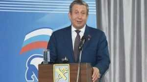 Владимир Попков вручил 141 партийный билет новым членам «Единой России»
