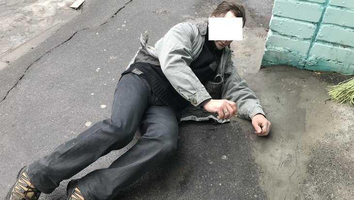 В Брянске отправили в неравный бой падающих сантехников