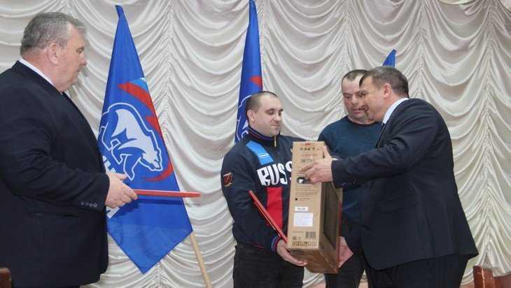 В Локте поздравили российского силача Дмитрия Апанасевича