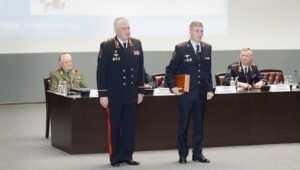 Глава МВД Колокольцев вручил наградное оружие начальнику брянской полиции