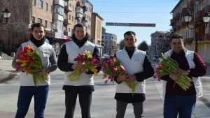 Брянские молодогвардейцы провели праздничную акцию «Вам, любимые!»