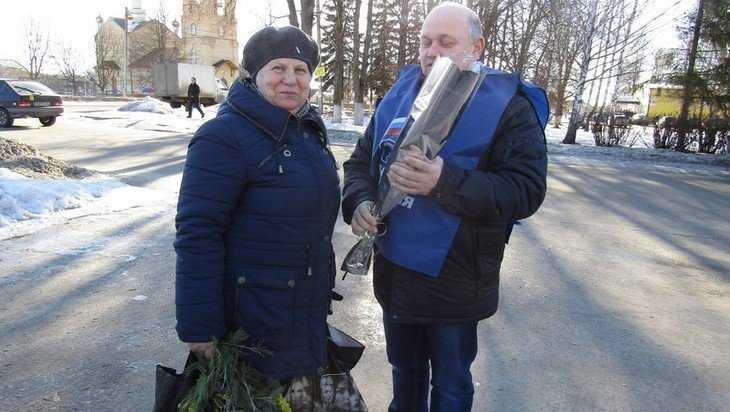 Брянские единороссы поздравили жительниц области с наступающим 8 марта