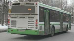 В брянском автобусе упала пенсионерка и получила травмы