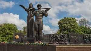 Польша, Прибалтика и Украина снова воюют с советскими памятниками