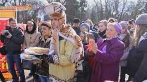 В Брянске около 8 тысяч человек весело отпраздновали Масленицу