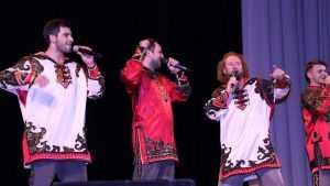 В Брянске «Бабкины внуки» очаровали зрителей задором и грустью песен