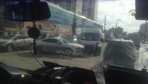В Брянске возле «Мельницы» Mazda врезалась в маршрутку