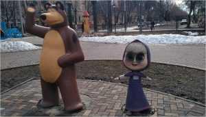 В Брянске вандалы облили краской скульптуру «Маша и Медведь»