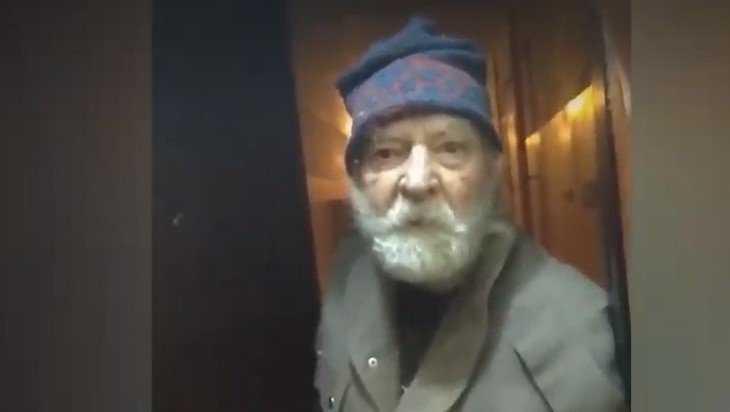 В Брянске пенсионер превратил квартиру в смрадный приют для собак