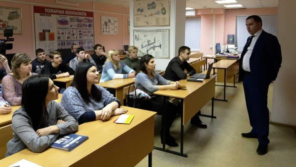 Ученики брянской автошколы на день «превратились» в машинистов поездов