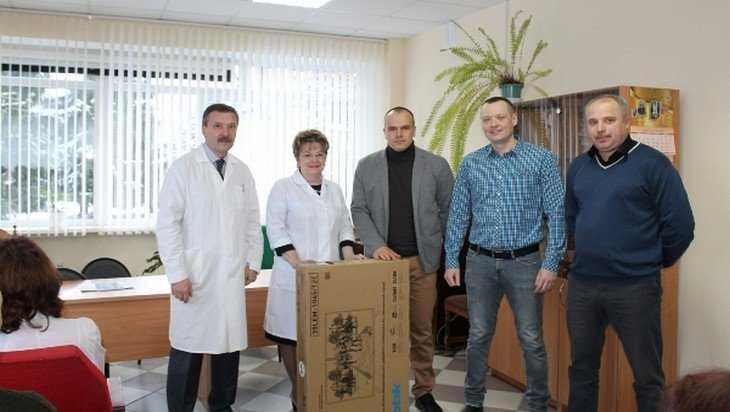 Карачевские партийцы передали районной больнице телевизор