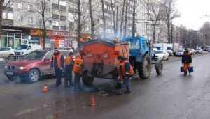 В Брянске за выходные на дорогах залатали 600 опасных ям